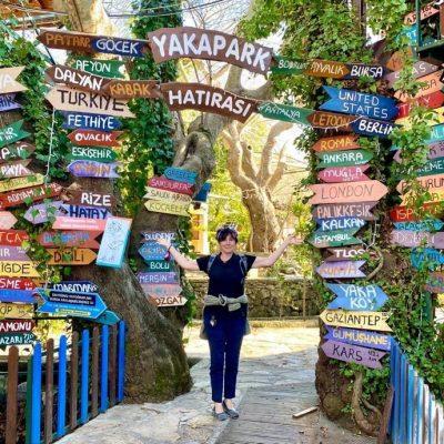 Yakapark signs